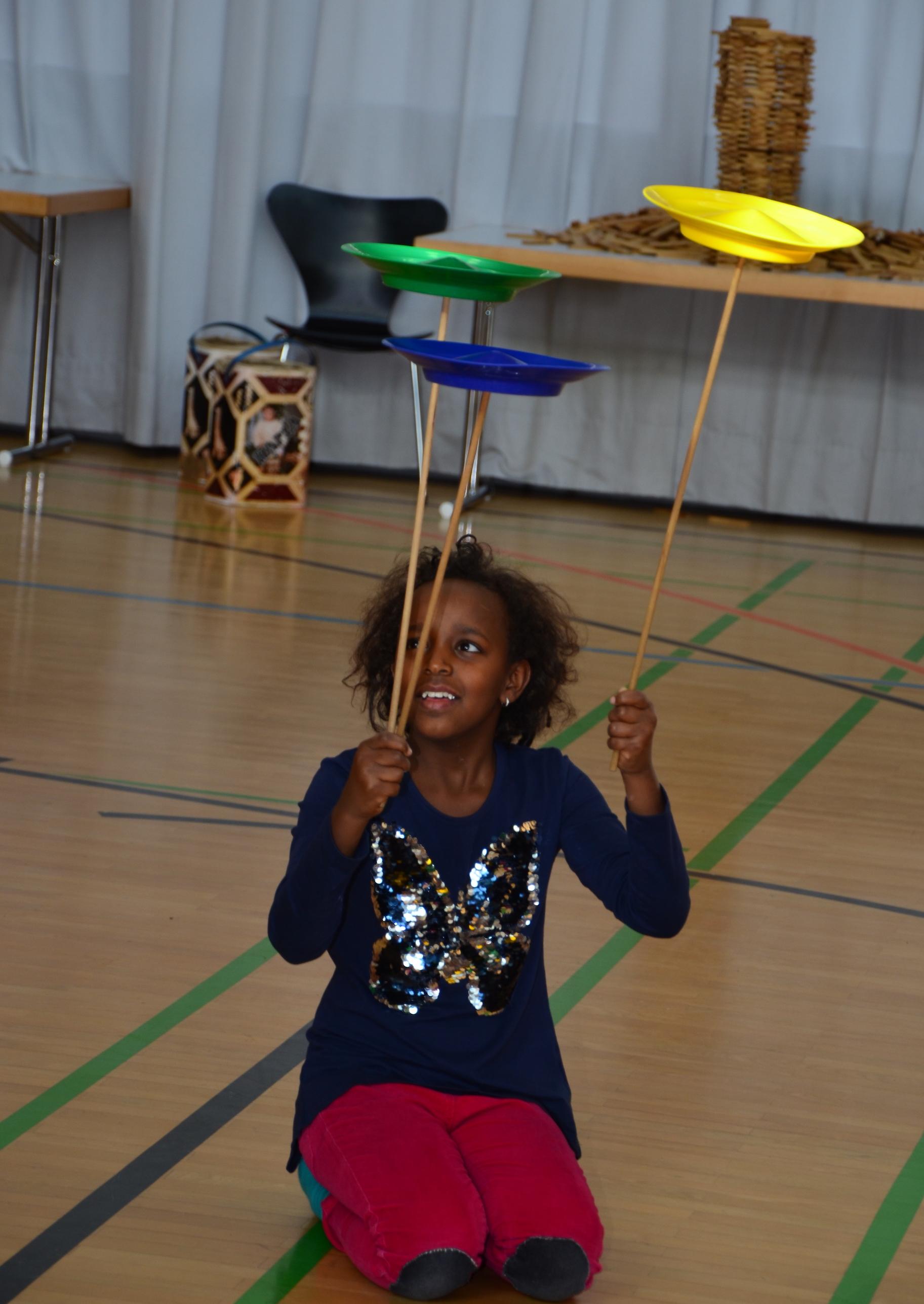 Kinder spielen mit H. Fluri  10.JPG
