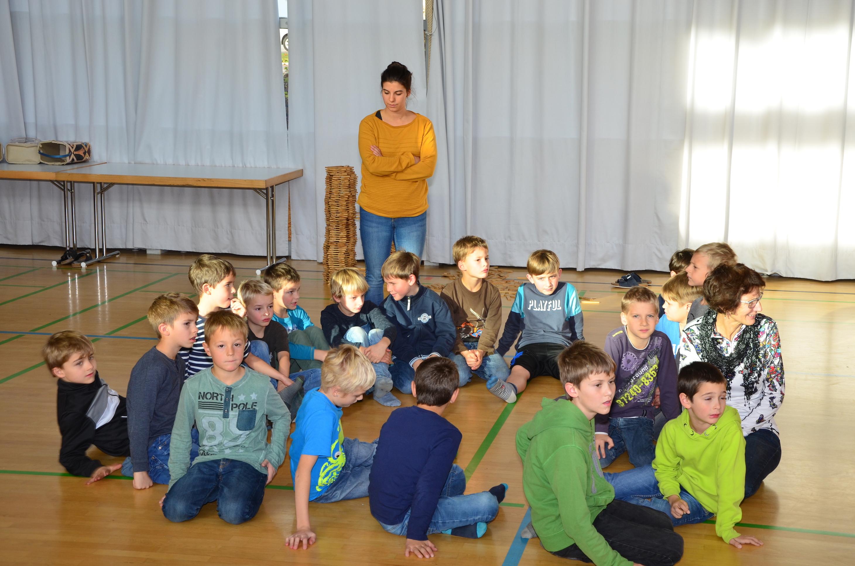 Kinder spielen mit H. Fluri  14.JPG