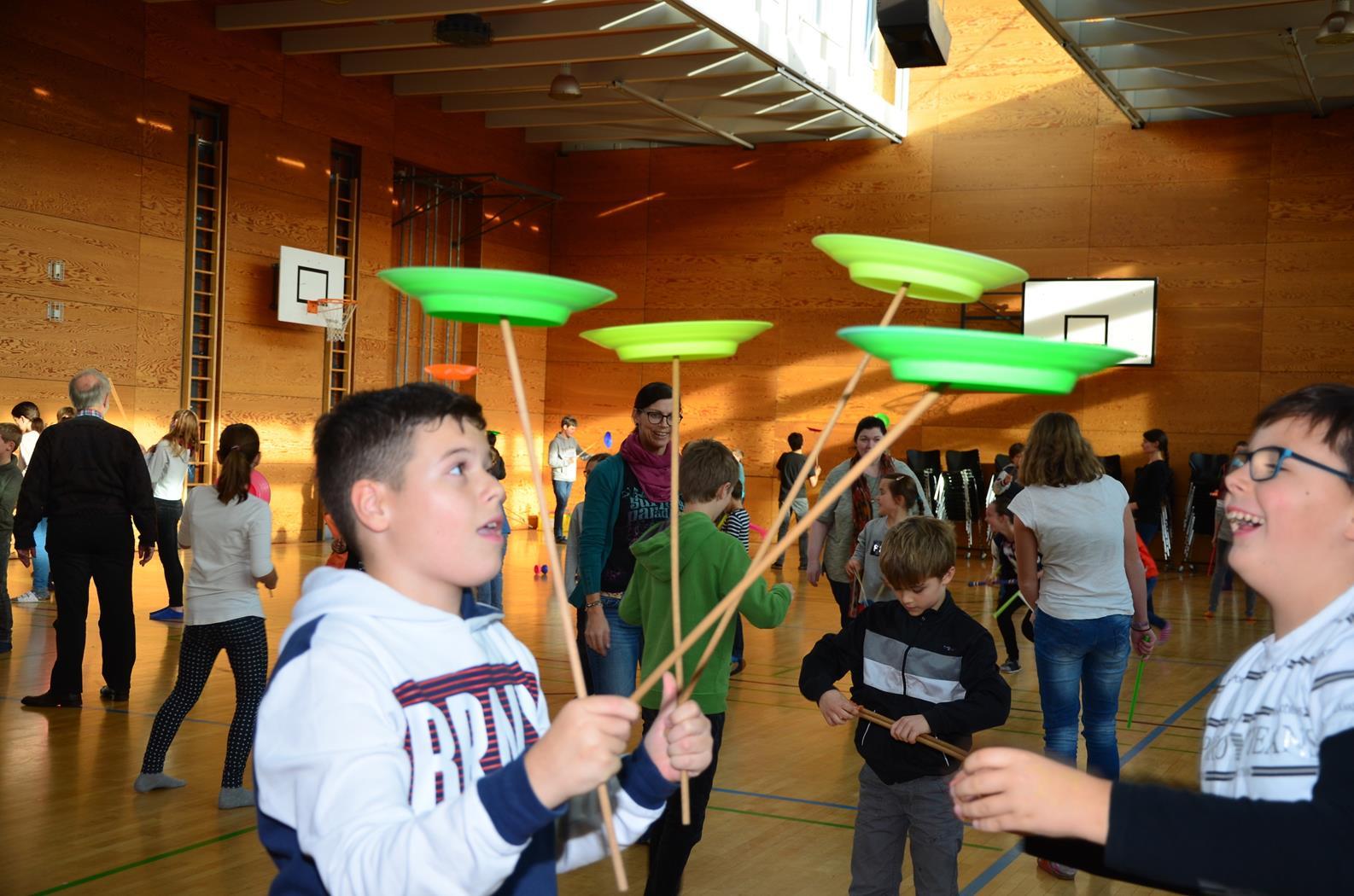 Kinder spielen mit H. Fluri  15 (Copy).JPG