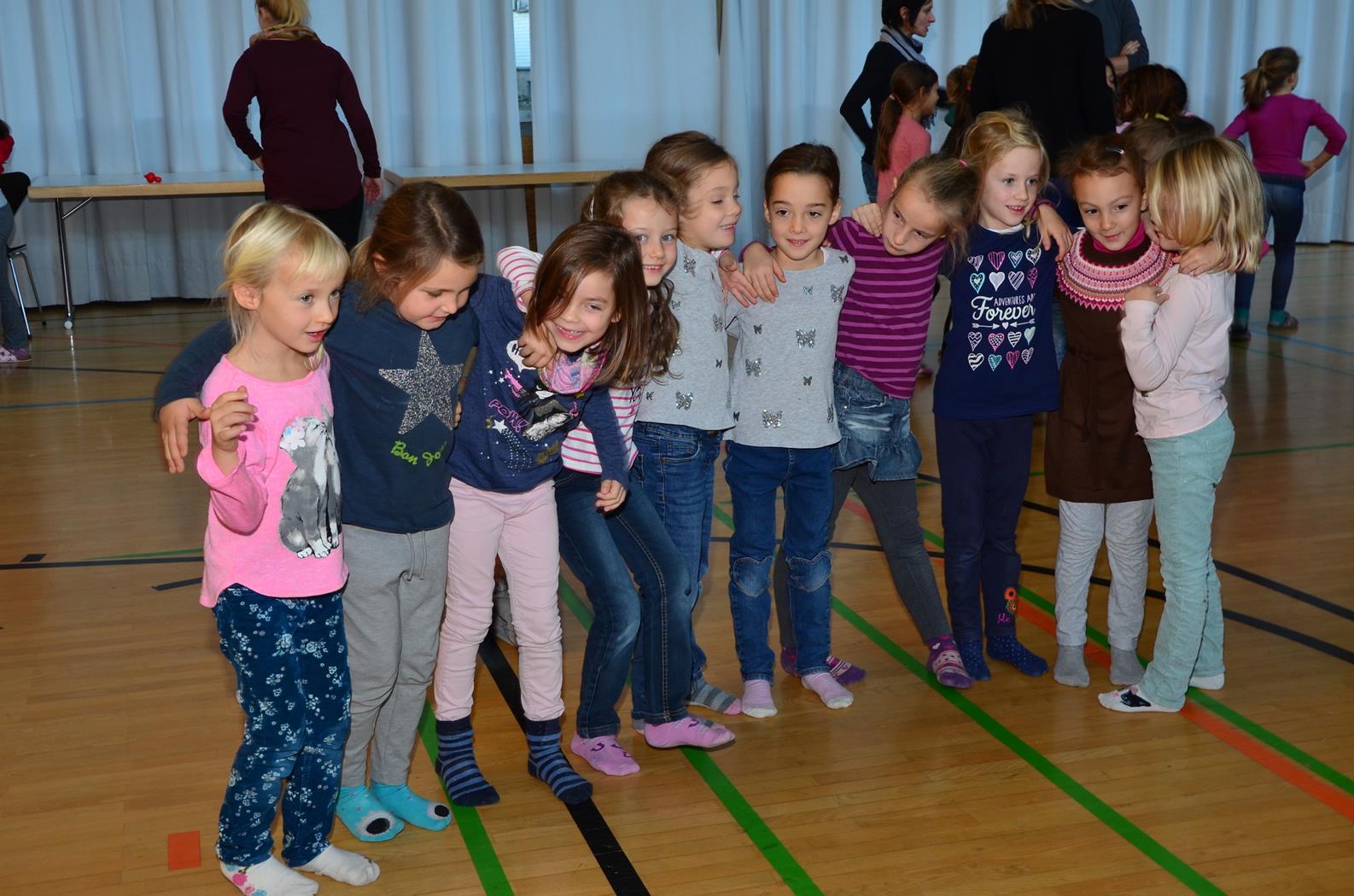 Kinder spielen mit H. Fluri  4 (Copy).JPG